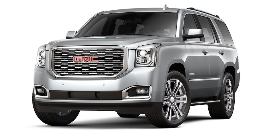 Yukon Denali 2020 en color plata brillante